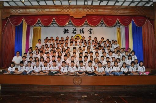 2013年周日佛学班全体师生大合照