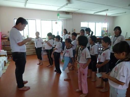 舞蹈班· 12345,我闷等得好辛苦,1234567,我们等得好心急。 (老师正在搜索歌曲...)\(^o^)/